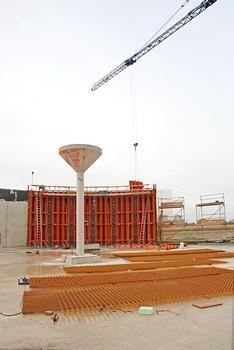 Die Bewehrung macht einen wesentlichen Teil der Stabilität des Ortbeton-Bauwerks aus. Eine gleichbleibende Betonüberdeckung ist durch die getaktete Segmentbauweise besser gewährleistet
