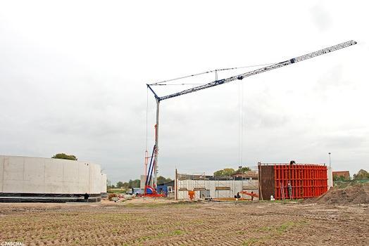 Drei Rundbecken und ein Technikgebäude werden erstellt. Als Rundschalung wird die TTR TRAPEZTRÄGER-Rundschalung, als Wandschalung die LOGO.3 eingesetzt. Binnen weniger Wochen wurde der Rohbau nach den höchsten Anforderungen erfolgreich erstellt