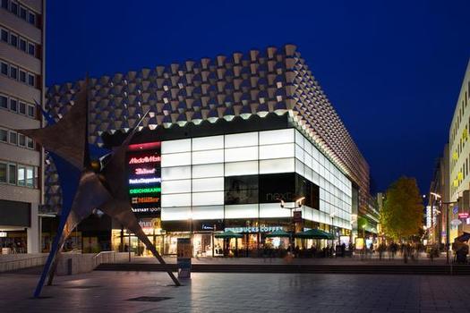 Dresden: Ansicht der Prager Straße mit der Centrum-Galerie