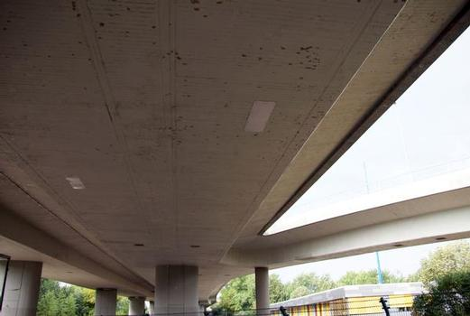 Die Sanierung der vielen schadhaften Stellen im Brückenbeton konzentrierte sich auf den Unterbau. Je nach Beanspruchung des Bauteils wählten die Verantwortlichen unterschiedliche Sanierungssysteme