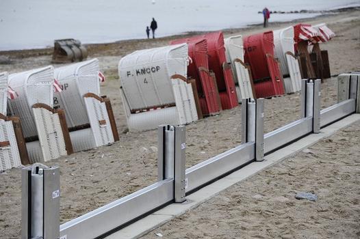 Dammbalken vor Strandkörben