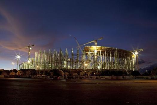 Nach Abriss und Umbau des alten Stadions wird die neue Arena auf einer Fläche von 18.800 m2 mehr als 71.000 Zuschauern Platz bieten