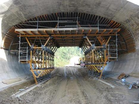 Cut-and-cover tunnel form carrier in Portugal