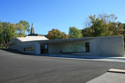 The new visitor centre for the Hercules Monument in Kassel is the new reception point for the park's many visitors. (Fig. 2)