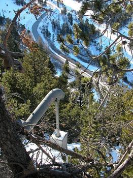 Ski-Station Les Arcs oberhalb des Isère-Tales: Lawinenschutz durch ein fest installiertes Gazex®-Zündrohr