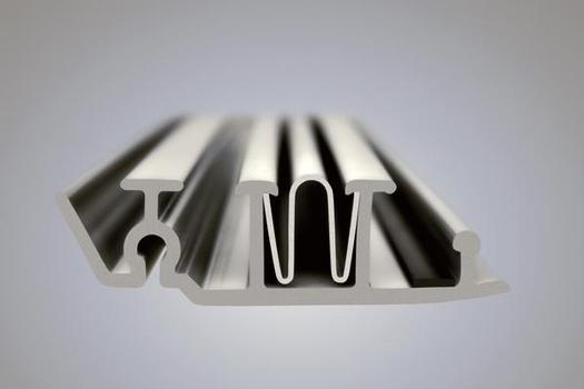 Basis des Wickelrohr-Lining ist in jeder Variante ein Kunststoffprofilstreifen, der von einer Wickelmaschine im Kanal mit sich selbst zu einem durchlaufenden Rorhstrang verbunden wird. Im Bild: Profil des SPR™-Systems