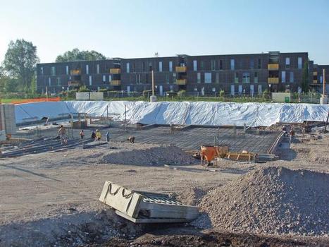 Laut Bodengutachten musste die gesamte Fläche des Wohnkomplexes durch Pfahlgründungen gesichert werden. Dazu waren 16.000 duktile Pfähle notwendig (Bild 4.)