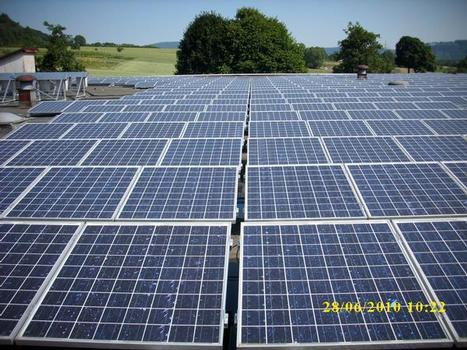 Vor der Planung einer Solaranlage muss unbedingt der Zustand der Dachabdichtung fachmännisch überprüft werden