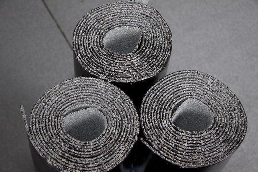 Über zwei Drittel aller flachgeneigten Dachflächen sind sicher mit Bitumenbahnen abgedichtet