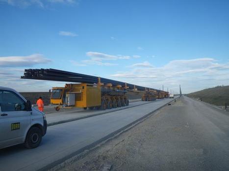 Verfahren der 120-m-Langschienen mittels Trolley-Fahrzeugen im Baustellenbetrieb
