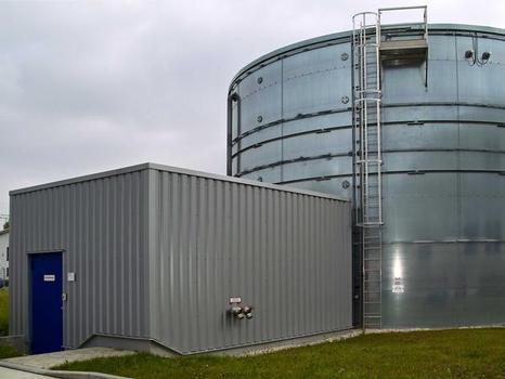 Der Wassertank mit 780 m³ Inhalt dient als unerschöpfliche Löschwasserquelle