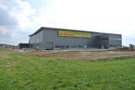 Die Alois Müller GmbH aus Memmingen errichtet in Ungerhausen im Unterallgäu die erste energieautarke Produktions- und Lagerhalle