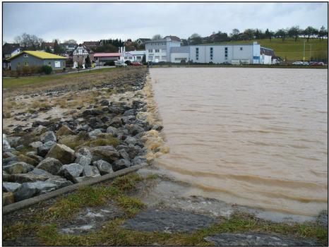 Einstau des HRB Aglasterhausen/Schwarzbach (A21) beim Hochwasser am 1.3.2008