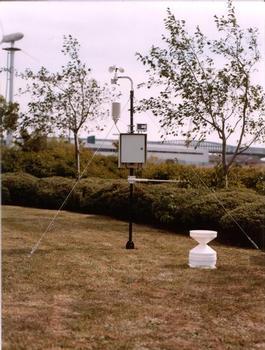Messstation mit Pegel- und Regensensor