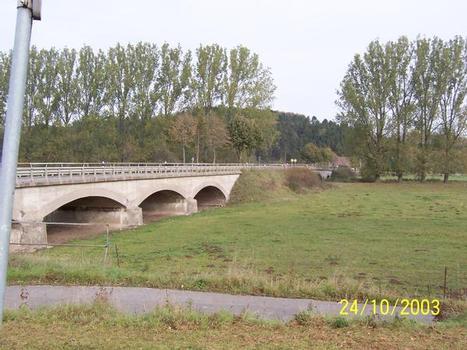 Straßenbrücke über die Diemel mit zusätzlichen Hochwasseröffnungen in Germete