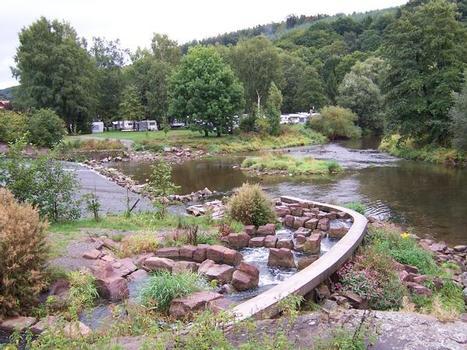 Wehranlage mit Fischtreppe in Trendelburg