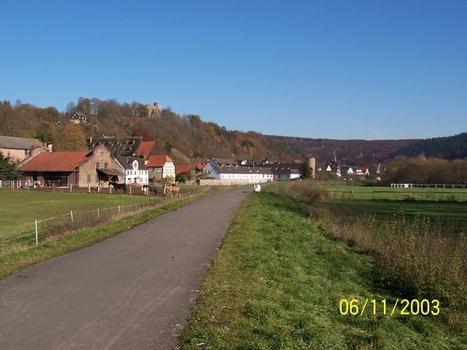 Hochwasserschutzdeich in Helmarshausen