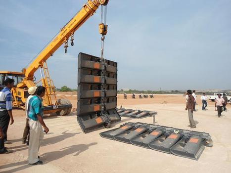 Mit dem symbolischen Auslegen der ersten Bodenplatten erfolgte der Montagebeginn Ende Mai dieses Jahres im indischen Neyveli
