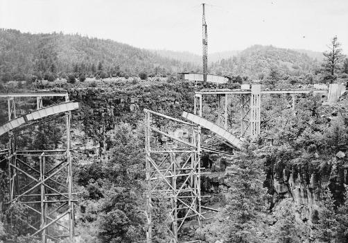 Cedar Canyon Bridge, Spanning Cedar Canyon at Highway 60, Show Low vicinity, Navajo County, AZ (HAER, ARIZ,9-SHLO.V,1-17)