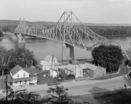 Black Hawk Bridge, Lansing, Iowa (HAER, IOWA,3-LANS,1-2)