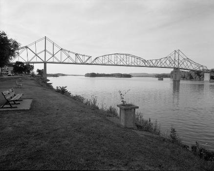 Black Hawk Bridge, Lansing, Iowa (HAER, IOWA,3-LANS,1-3)