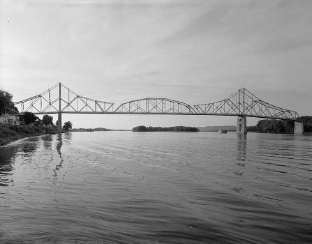 Black Hawk Bridge, Lansing, Iowa (HAER, IOWA,3-LANS,1-4)
