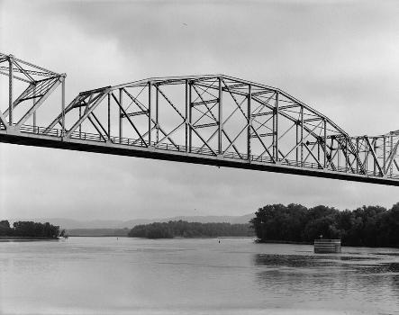 Black Hawk Bridge, Lansing, Iowa (HAER, IOWA,3-LANS,1-5)