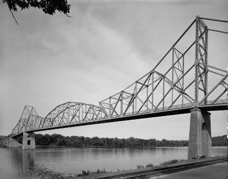 Black Hawk Bridge, Lansing, Iowa (HAER, IOWA,3-LANS,1-6)