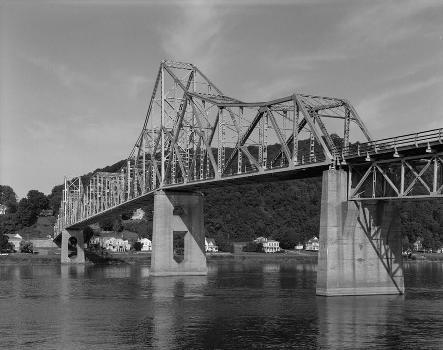 Black Hawk Bridge, Lansing, Iowa (HAER, IOWA,3-LANS,1-7)