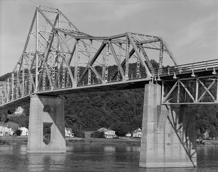 Black Hawk Bridge, Lansing, Iowa (HAER, IOWA,3-LANS,1-8)