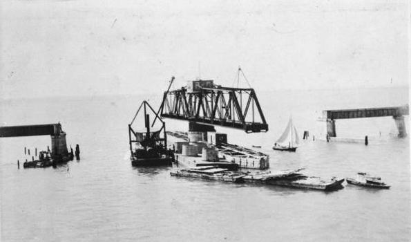 Moser Channel Bridge (HAER, FLA,44-KNIKE,1-34)