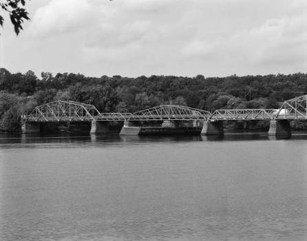 Rocks Village Bridge : General view of four north spans, including swing span (third from left), looking northeast (HAER, MASS,5-HAV,9-2)