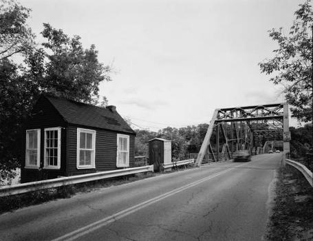 Rocks Village Bridge : General view of north approach from roadway, with drawtender's house at northeast corner of bridge, looking southeast  (HAER, MASS,5-HAV,9-8)