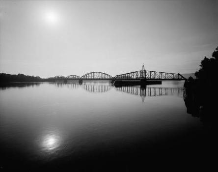Winona Bridge. (HAER, MINN,85-WIN,1-1)