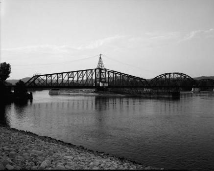 Winona Bridge. (HAER, MINN,85-WIN,1-3)