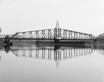 Winona Bridge. (HAER, MINN,85-WIN,1-6)