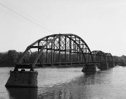 Winona Bridge. (HAER, MINN,85-WIN,1-12)