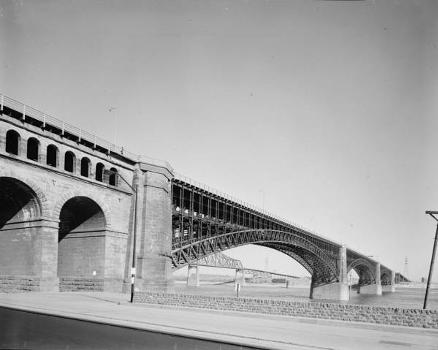 Eads Bridge, Saint Louis.(HABS, MO,96-SALU,77-1)