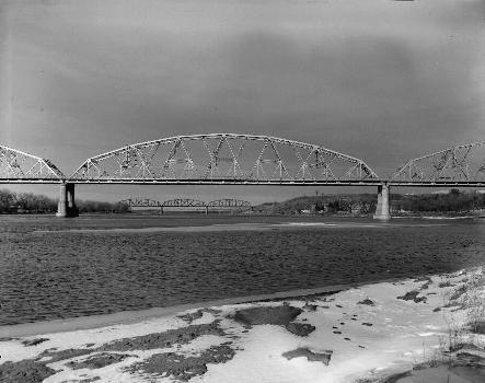 Liberty Memorial Bridge, Bismarck, North Dakota. (HAER, ND,8-BISMA,2-6)