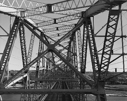 Liberty Memorial Bridge, Bismarck, North Dakota. (HAER, ND,8-BISMA,2-14)