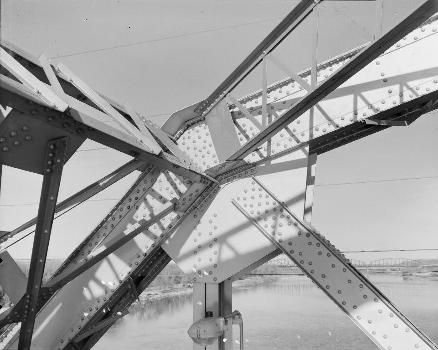 Liberty Memorial Bridge, Bismarck, North Dakota. (HAER, ND,8-BISMA,2-16)