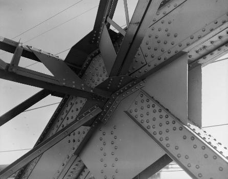 Liberty Memorial Bridge, Bismarck, North Dakota. (HAER, ND,8-BISMA,2-17)