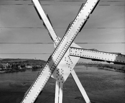 Liberty Memorial Bridge, Bismarck, North Dakota. (HAER, ND,8-BISMA,2-18)