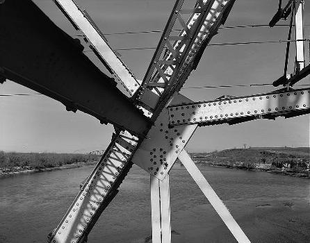 Liberty Memorial Bridge, Bismarck, North Dakota. (HAER, ND,8-BISMA,2-19)