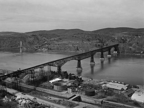 Poughkeepsie Railroad Bridge (HAER, NY,14-POKEP,8-;DLC/PP-97:NY-22)
