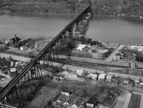 Poughkeepsie Railroad Bridge (HAER, NY,14-POKEP,8-;DLC/PP-97:NY-23)