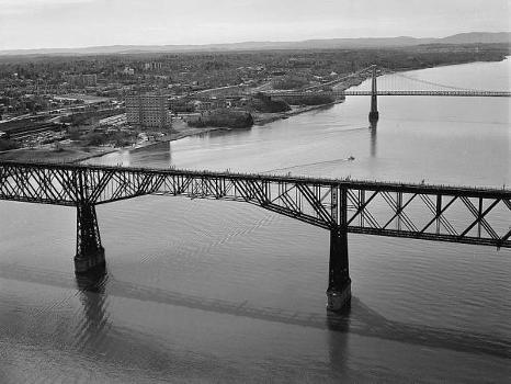 Poughkeepsie Railroad Bridge (HAER, NY,14-POKEP,8-;DLC/PP-97:NY-26)