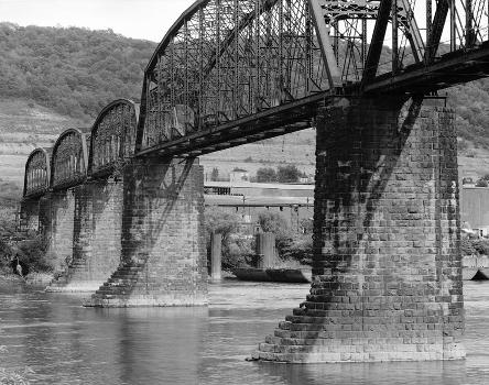 Benwood Bridge : Baltimore & Ohio Railroad, Benwood Bridge, Benwood, Marshall County, WV  (HAER, WVA,26-BEN,1-1)