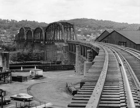Benwood Bridge : Baltimore & Ohio Railroad, Benwood Bridge, Benwood, Marshall County, WV  (HAER, WVA,26-BEN,1-2)