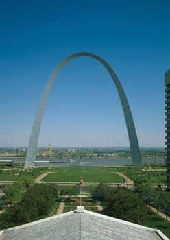 Gateway Arch, Saint Louis. (HAER, MO,96-SALU,78-35)